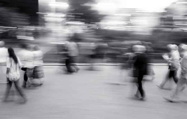 blurred-figuresjabrilfaraj